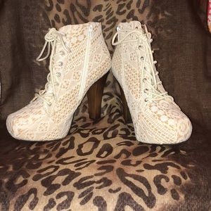 Quipid Lace Wooden-Heeled Boots